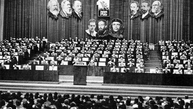 El I Congreso del Partido Comunista de Cuba (PCC) transcurrió en el teatro Karl Marx, de La Habana, del 17 al 22 de diciembre de 1975. (Archivo ACN)