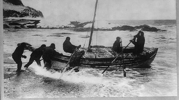 """""""Se solicitan hombres para un peligroso viaje al Polo Sur. Bajo salario, frío gélido, largos meses en completa oscuridad y peligro constante. Dudoso retorno. Honor y reconocimiento en caso de éxito"""", escribió en su anuncio Sir Ernest Shackleton. (Biblioteca del Congreso)"""