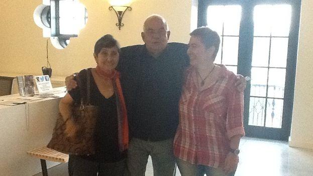 Lina de Feria, José Prats y María Elena Hernández en el recital poético del pasado 15 de abril en Miami