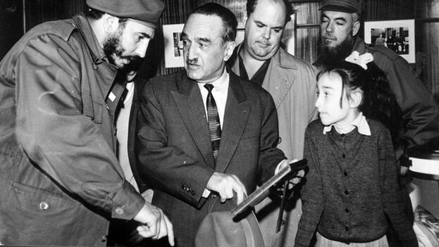 Fidel Castro con Anastás Mikoyán, durante la visita de este a Cuba, en 1960. (TASS)