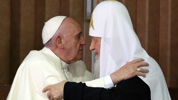 El papa Francisco y el patriarca Kiril durante su encuentro en La Habana. (EFE)