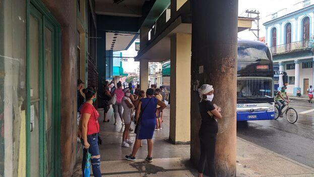 La calle Infanta de La Habana vuelve a su actividad habitual. (14ymedio)