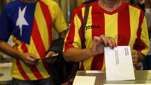Madrid lleva varias semanas deteniendo políticos y funcionarios catalanes, confiscando urnas y papeletas electorales e imponiendo severas multas. (EFE/Archivo)