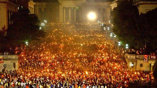 Marcha oficialista ayer, por el natalicio de José Martí. (MiguelDiazCanelB)