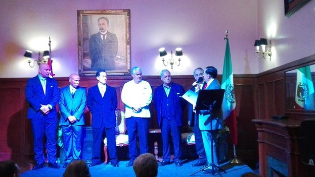 Nueva mesa directiva del círculo cubano en Mexico, constituida el día del incidente. (Twitter)