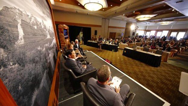 Panel del Forum Sedona la pasada semana en Arizona. (@McCainInstitute)