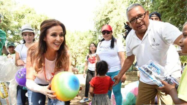Vivian Pellas, autora de 'Convirtiendo lágrimas en sonrisas', dirige junto a su marido la asociación Aproquen, para quemados, en Nicaragua. (Twitter/@APROQUEN1)