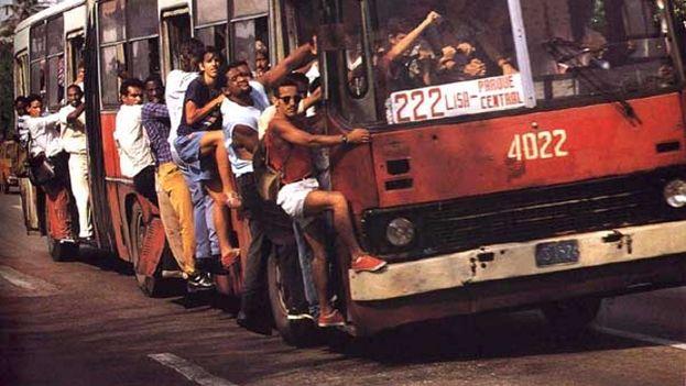 Lo que se teme al hablar del Periodo Especial son los prolongados apagones, el colapso del transporte público o el cierre de industrias. (Havana Leaks)
