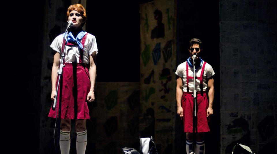 Pioneritos, en la obra de teatro Antigonón