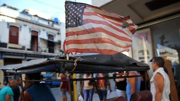 """""""Ponerle fin a la dictadura cubana comportaba ciertos riesgos e intentarlo carecía de rentabilidad política"""", asegura el autor. (14ymedio)"""
