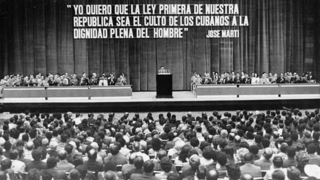 Promulgación de la Constitución de 1976. (Granma)