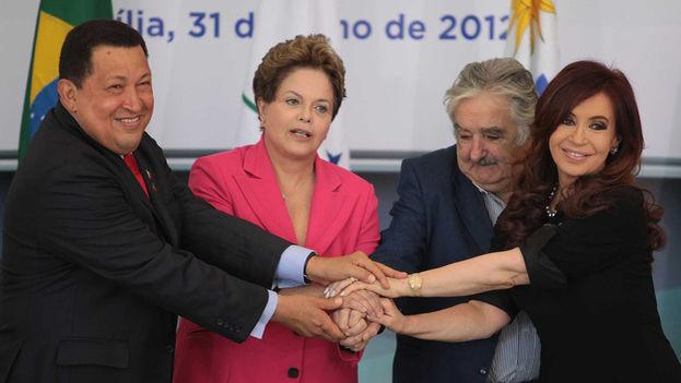 Los líderes de izquierda, Hugo Chávez, Dilma Rousseff, José Mujica y Cristina Fernández. (Twitter)