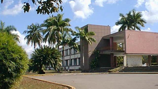 Rectorado de la Universidad Central Marta Abreu de Las Villas, en Santa Clara. (wikimedia