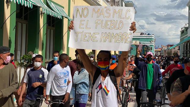Pero los jóvenes cubanos no protestan solo por las aborrecidas tiendas en divisas, donde se consiguen los productos que escasean en los comercios en pesos cubanos. (Facebook)