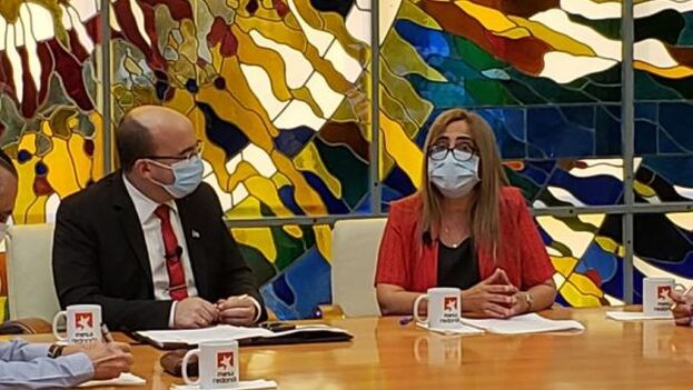 La ministra expuso en su intervención algunas de las medidas generales adoptadas por su departamento. (Mesa Redonda/Captura)