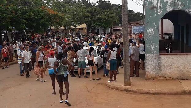 """Se acude nuevamente al mismo recurso para justificar la marejada de protestas multitudinarias en todo el país: se culpa al """"bloqueo imperialista"""" de la falta de alimentos. (Facebook)"""
