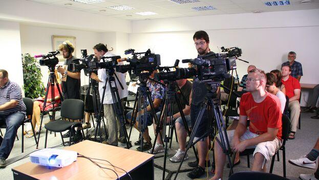 Si algo suele rehuir un periodista son las conferencias de prensa, las reuniones, los eventos convocados y las marchas. (Pxhere)