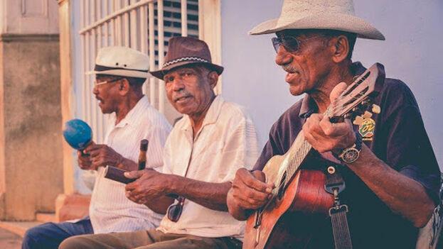 Más que un simple tabaco, los habanos representan comodidad material y una tradición imborrable de la cultura cubana