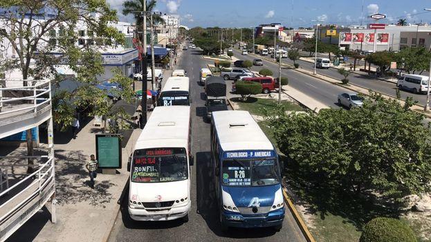 Se ha desarrollado un entramado de negocios para atender a los numerosos viajeros que llegan de la Isla. (14ymedio)
