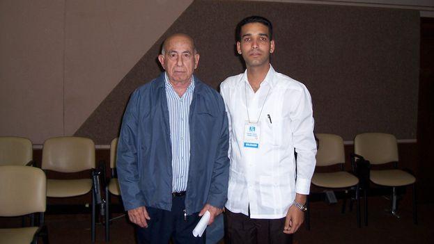 Juan Carlos Gálvez con Machado Ventura el 14 de diciembre de 2008 en el VII Congreso de los Comites de Defesa de la Revolucion. (JCG)