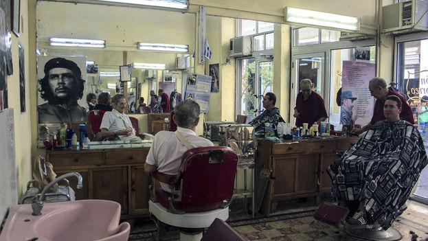 Una barbería en Plaza Vieja. (14ymedio)