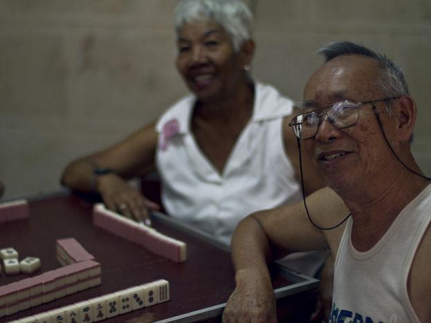 El dominó también reina en el barrio chino. (14ymedio)