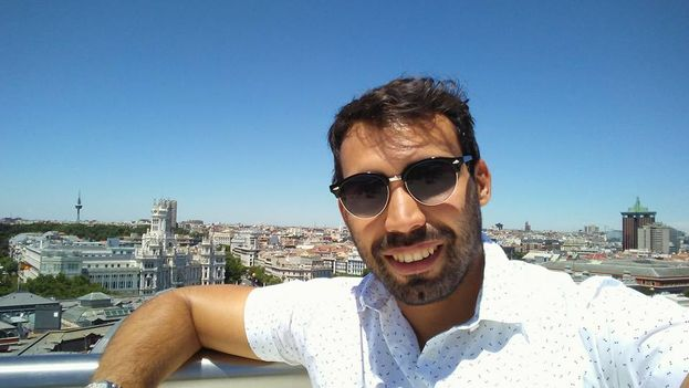 Julio Batista Rodríguez (en Madrid en la imagen), ganador del galardón, colabora con varios medios, entre ellos 'Periodismo de Barrio'. (Facebook)