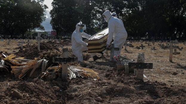 Brasil encabeza la lista de afectados en Latinoamérica, con más de 50.000 muertos. (EFE/Antonio Lacerda)