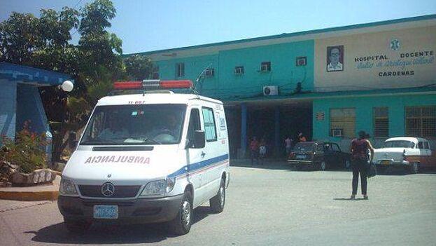 El doctor asegura que el día que llegó al hospital de Cárdenas, recibió un traje y una mascarilla para toda la semana como únicos medios de protección para trabajar con casos sospechosos y positivos en coronavirus. (Girón)