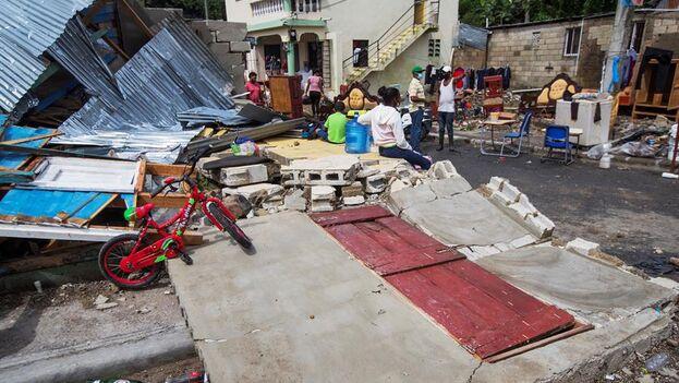 Cientos de familias perdieron sus casas tras el paso de 'Isaías' en Hato Mayor, República Dominicana. (EFE)