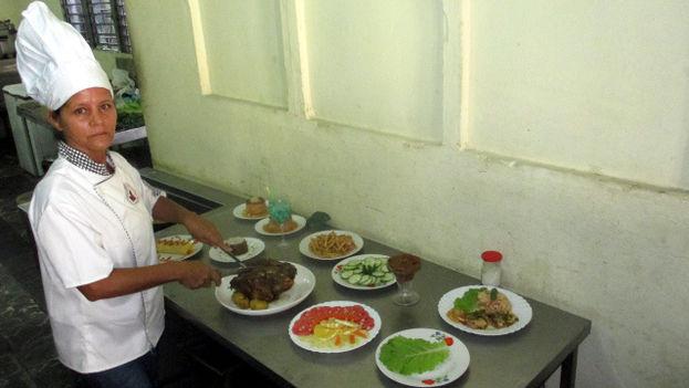 Denia Sao Blanco, profesora de cocina en la Casa del Chef, en Holguín. (Donate/14ymedio)