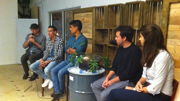 Panel de emprendedores cubanos en Miami, durante el evento 'Emerging Tech In Cuba: Meet Its Pioneers'. (14ymedio)