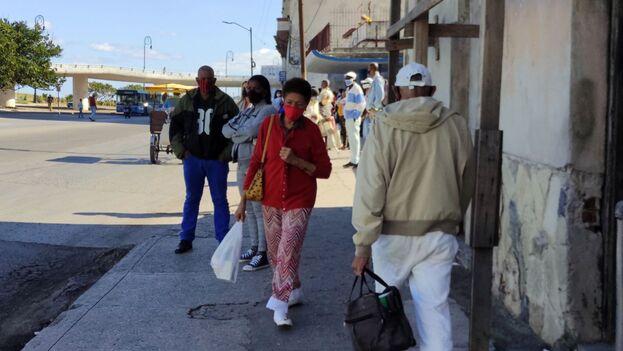 La Habana impone toque de queda ante el sostenido e imparable crecimiento de casos en lo que va de año. (14ymedio)