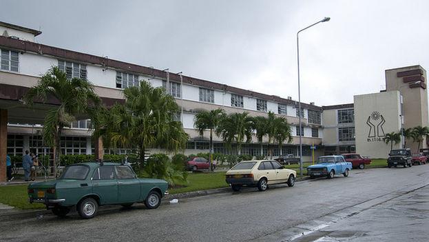 Los adultos afectados por la intoxicación fueron hospitalizados Hospital General Arnaldo Milián Castro, en Santa Clara. (lezumbalaberenjena/Flickr)