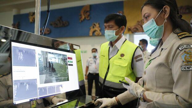 En Indonesia se realizan controles aeroportuarios por temor a la propagación de la enfermedad. (EFE)