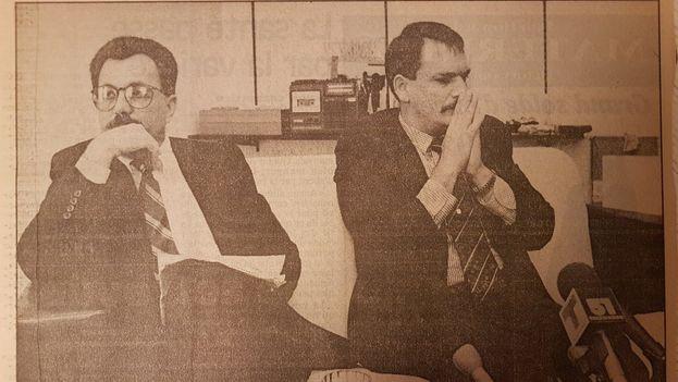 Los exoficiales de la Inteligencia cubana, Florentino Aspillaga (izquierda) con Enrique García, en Montreal en 1992. (La Presse)