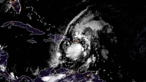 La tormenta Isaías se convierte en huracán de categoría 1 al sur de las Bahamas, aunque no se espera que se fortalezca. (EFE)