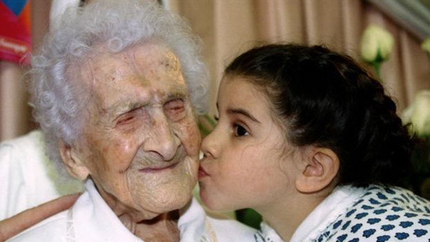 La francesa Jeanne Calment, que falleció a los 122 años, alcanzó la edad máxima documentada en la historia. (J. Thomas/EFE)