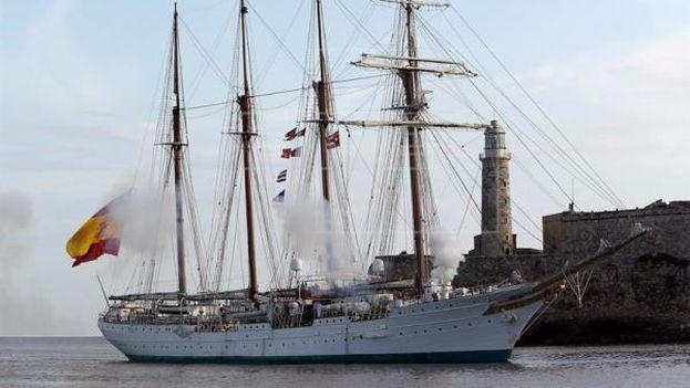 El buque escuela 'Juan Sebastián Elcano' llegando a La Habana. (EFE)