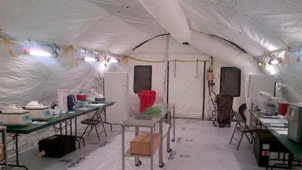 Laboratorio del hospital de campaña de Monrovia construido por USAID en que también trabajan sanitarios cubanos