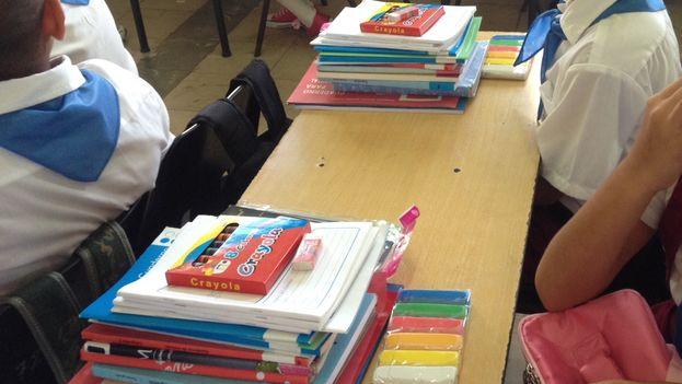 Materiales escolares entregados a los niños de la enseñanza primaria. (Luz Escobar)