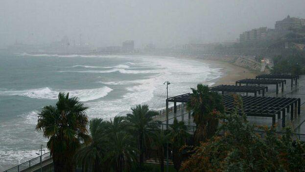 En 2100, el nivel del mar en el Mediterráneo subirá un metro y la temperatura cuatro grados. (EFE /Jaume Serrat)