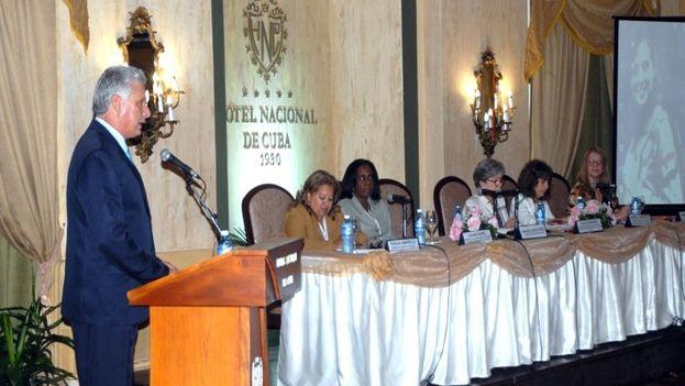 Miguel Díaz-Canel inauguró el encuentro y recibió una placa conmemorativa por los 40 años de la primera conferencia regional. (@yayabo57)