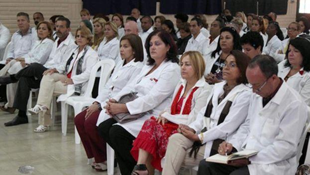 Misión de médicos cubanos en Ecuador. (américatevé.com)