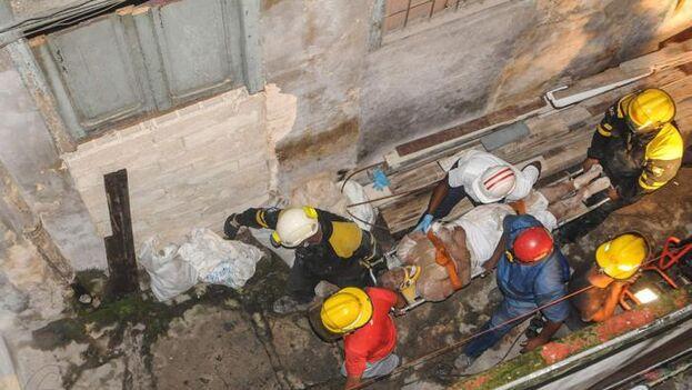 La víctima quedó atrapada al colapsar el inmueble ubicado en la calle Monte 1061, entre Fernandina y Romay, en el municipio habanero de Cerro. (Granma)