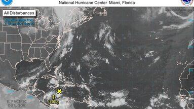 El NHC pronosticó que una onda tropical localizada sobre el oeste-central del Caribe se moverá hacia el oeste durante los próximos días. (NOAA)