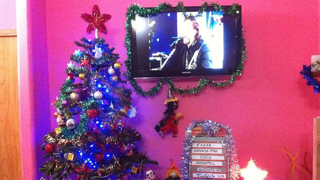 Todo se mezcla, Halloween, Navidad, sabores de helado y el televisor de pantalla plana... nuevo símbolo de estatus en la sociedad cubana