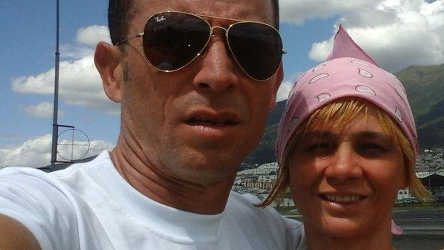 Nelson March y su esposa, Maidelin Hernández, que documentaban la situación de los cubanos en Turbo (Colombia) y han sido deportados este martes a Ecuador. (14ymedio)