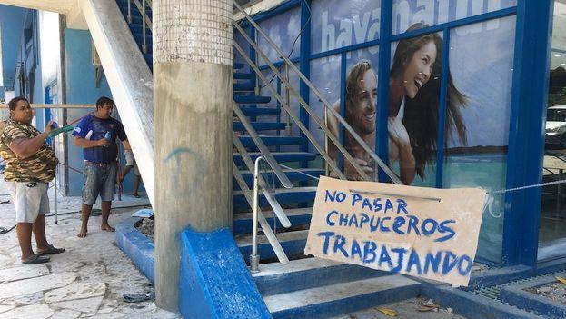 Obras en los bajos del hotel Habana Libre. (14ymedio)
