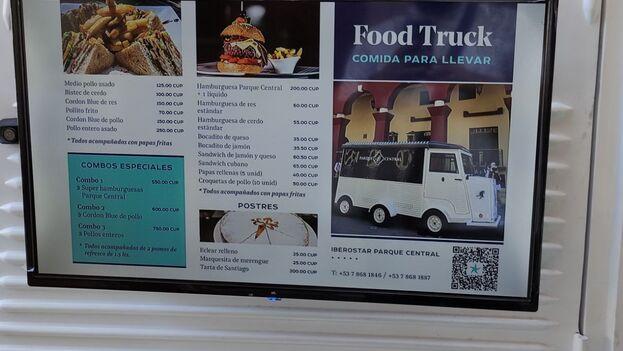 Oferta de comida para llevar en el 'food truck' del hotel Iberostar. (14ymedio)